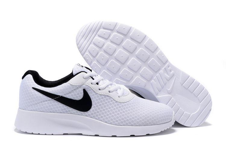 chaussure Tanjun run pas cher,nike tanjun homme blanche et noir