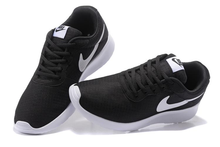 chaussure nike noire et blanche
